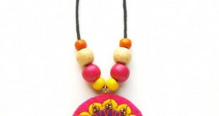 Make a beatiful hand stitched DIY felt necklace -a perfect beginner jewelry maki...
