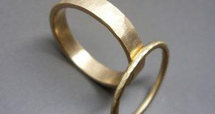 Hammered Gold Wedding Band Set in Solid 14k Yellow or Rose Gold. 1.6mm Runde und 4mm Flachbänder, Poliert oder Matte