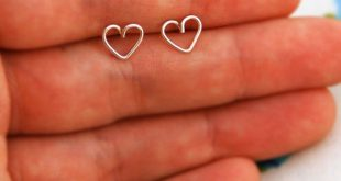 Tiny heart gold earrings, heart stud earrings, small post earrings gold, minimalist earrings, simple studs, everyday jewelry, heart earrings