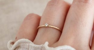 03ct Tiny diamond solitaire ring. 14K Gold