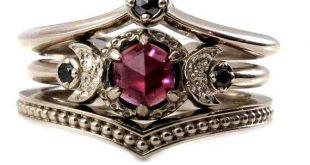 Black Diamond und Granat Krone und Mond von SwankMetalsmithing