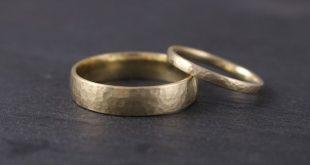 Eheringe in Gelbgold 585, gehämmert - Eheringe - Ringe - Mit Liebe handgemacht ...