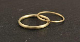 Eheringe - schmale schlichte Eheringe aus 585 Gelbgold - ein Designerstück von ...