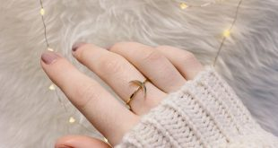 Half Moon Delicate Ring Gold