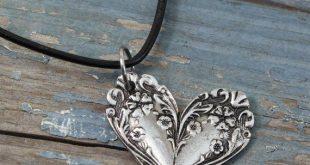 Ornate Spoon Heart Halskette-Blumenkästen-Inspiriert von Antique Victorian Silverware-Doctorgus Handmade Pewter Jewelry-Cute Boho