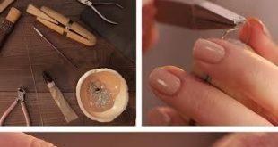 Schöne und gepflegte Hände werden mit handgemachtem Schmuck besonders in Szene...