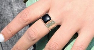 Square stone Black Onyx flower ring, hammered wide band. Handmade ring with sto...