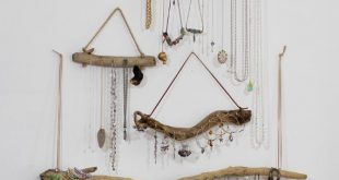 Treibholz-Schmuck-Organisator-Aufhänger-Wandbehang durch Curiographer