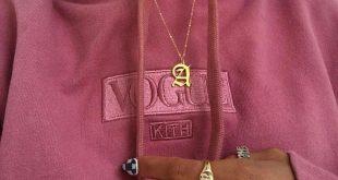 #goals #sweater #pink #voque #gold #necklace